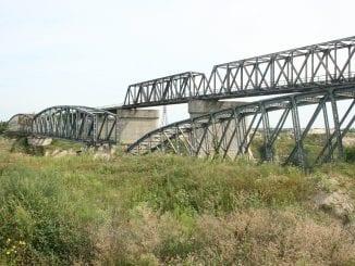 construcție lângă calea ferată licitația pentru podul Grădiștea licitația pentru podul de la Grădiștea cale ferată Bucureşti-Giurgiu licitația pentru podul de la Grădiștea licitația pentru podul Grădiștea