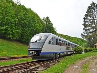 licitație pentru salubrizare automotoare Primul tren Arad-Brad circulație feroviară oprită geamuri la automotoarele Desiro consilier la Ministerul Transporturilor discuri de frână