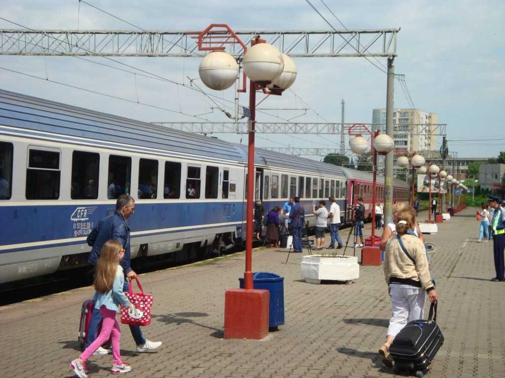 mersul trenurilor de Sfânta Maria călătorii cu trenul pentru studenți tren suplimentar spre Constanța revizia tehnică a vagoanelor