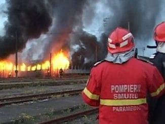 degajare de fum la o locomotivă incendiu la locomotiva incendiu în Depoul Brașov