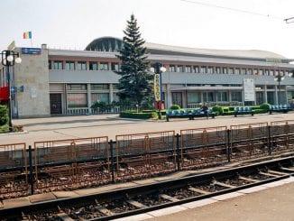 trenul metropolitan la Brașov linia ferată spre Aeroportul Brașov CFR închiriază Gara Brașov ceferist brașovean Gara Braşov se modernizează restricții de viteză la Brașov
