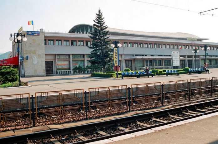 Sistemul feroviar din Zona Metropolitană Brașov Mersul Trenurilor 2020-2021 trenul metropolitan la Brașov linia ferată spre Aeroportul Brașov CFR închiriază Gara Brașov ceferist brașovean Gara Braşov se modernizează restricții de viteză la Brașov