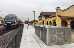 rastelele de biciclete în gări locuri de parcare pentru biciclete