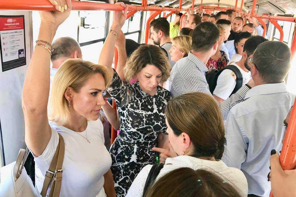 Licitația pentru tramvaie Gabriela Firea în tramvaiul 41