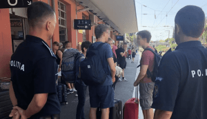 hoții de buzunare din trenuri