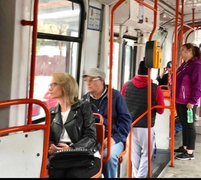 Modernizarea liniei de tramvai deraieri la STB tramvai nou în București covid în microbuze licitația pentru tramvaie autobuze pe linia de tramvai investiții în linii de tramvai STB după 15 mai reorganizarea companiilor municipale mai puține tramvaie în București Gabriela Firea și Traian Băsescu Firea îi dă replica lui Ludovic Orban transport public gratuit licitația pentru tramvaie tramvaie turcești la București