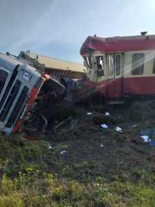 tren a lovit un TIR