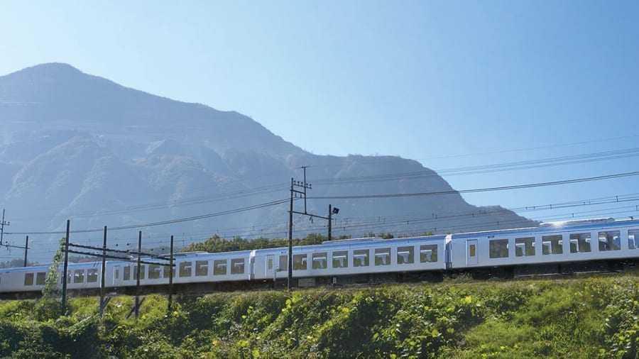 trenul japonez Laview