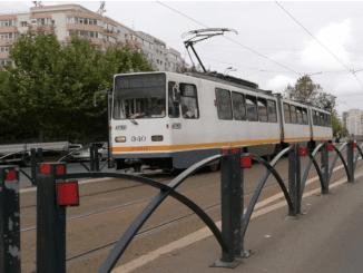 Tramvaiele patinează transportul public bucureștean autobuze pe linia de tramvai tramvaie pe liniile 21 și 32