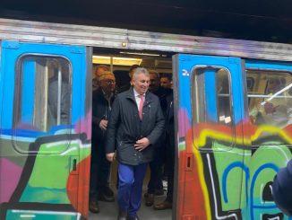 grevă la metrou Vinerea Verde Lucian Bode împlinește 46 de ani finalizarea Magistralei 5 de metrou teste la metroul din Drumul Taberei metroul în starea de urgență distanțare socială în trenuri noul coronavirus Bode a mers cu metroul
