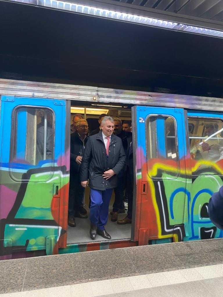 teste la metroul din Drumul Taberei metroul în starea de urgență distanțare socială în trenuri noul coronavirus Bode a mers cu metroul