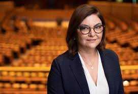 Adina Vălean este comisar european comisar european pentru Transporturi Adina Vălean în Parlamentul European