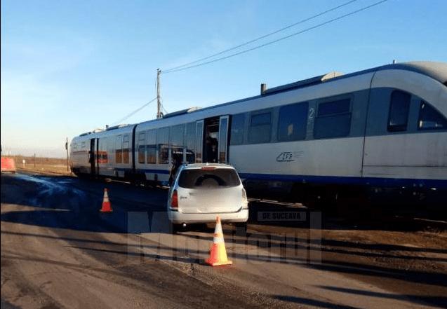 mașină a fost lovită de tren