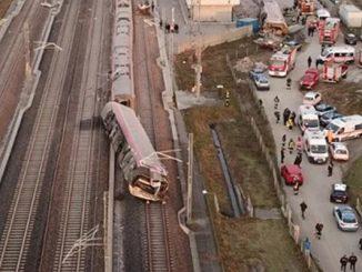 tren a deraiat în Italia