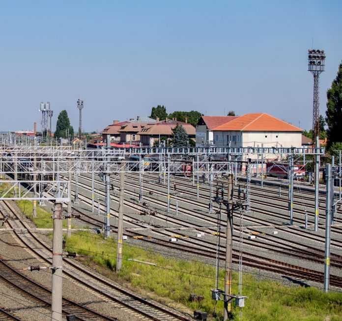înlocuire macazuri în stația Curtici interoperabilitate pe Curtici-Sighișoara infrastructura feroviară din Arad Brașov-Sighișoara cu trenul linia ferată Brașov-Sighișoara