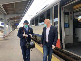 concedieri la CFR Călători tren de navetiști Fetești-București terminale pentru bilete în tren mască în gările din București Masca de protecţie devine obligatorie datoria CFR Călători