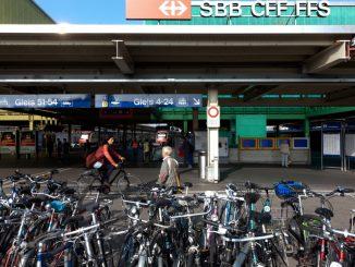 rastel de biciclete în fiecare gară