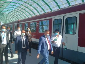 Iohannis în trenul de aeroport
