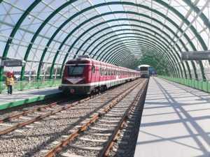 linia de Otopeni trenul de test la aeroport