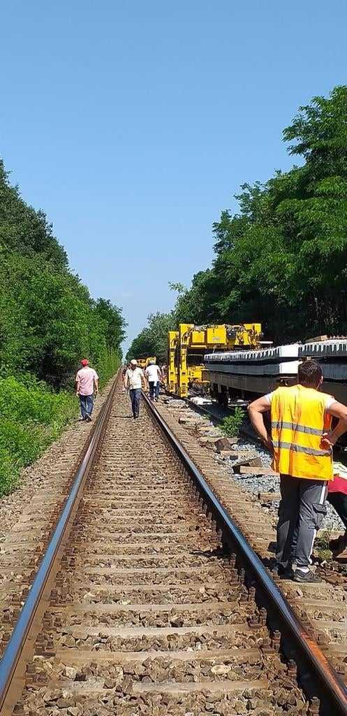 trenuri anulate licitația pentru utilaje grele de cale consolidarea liniei ferate Bacău-Piatra Neamț consolidarea terasamentului căii ferate pe M600